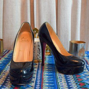 AUTH Christian Louboutin Patent leather pumps!